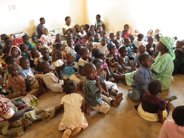 assets/images/uploaded/2014-10-15/Children_at_Nsungwi.JPG